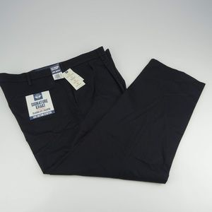 Dockers Classic Fit Pleated Pants Size W42 NWT